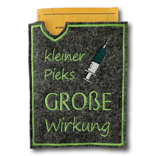Impfpasshülle Mensch Wollfilz dunkelgrau Kleiner Pieks grün ❤️ Beagletuff - Rund um den Hund